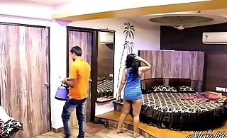 Indian Mona Bhabhi Teasing Room Service Boy In Hotel Exposing Big Ass