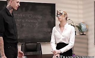 Tattooed teacher bangs gorgeous tbabe after class