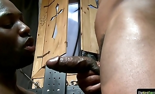 Dominant ebony muscle assfucking doggystyle