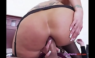 Curvy MILF Syren De Mer Has Her Bumhole Stretched
