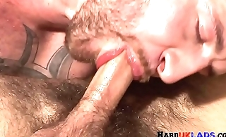 Tattooed english hunk cums while dicksucking