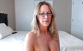 This Hot Mom Knows No matter how To Shake Her Ass